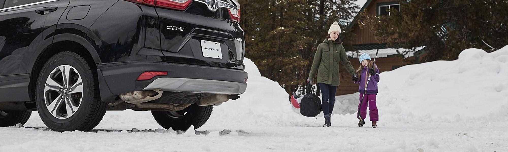 Le Nitto SN3 est un pneu d'hiver conçu pour améliorer les performances hivernales des voitures de tourisme, coupés sport, VUS et VUM, et de certaines camionnettes sport.